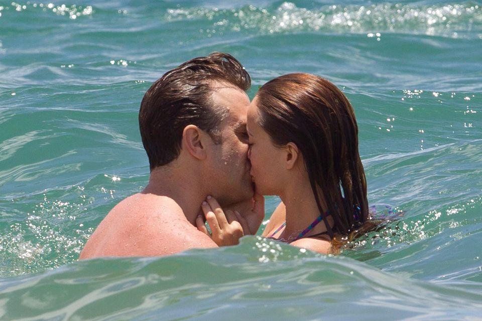 Olivia Wilde und Jason Sudeikis turteln im Meer vor Hawaii.