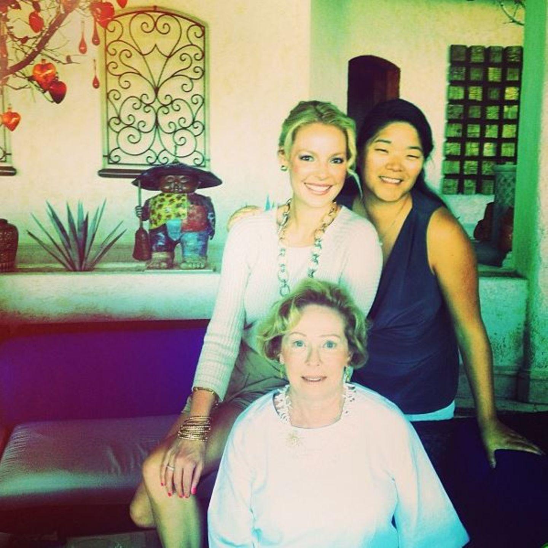 Katherine und Meg Heigl  Katherine Heigls Adoptivschwester kommt aus Korea - genau wie ihre eigene Adoptivtochter Naleigh. Die Schwestern haben ein inniges Verhältnis und urlauben regelmäßig mit Mama Nancy in Mexiko.