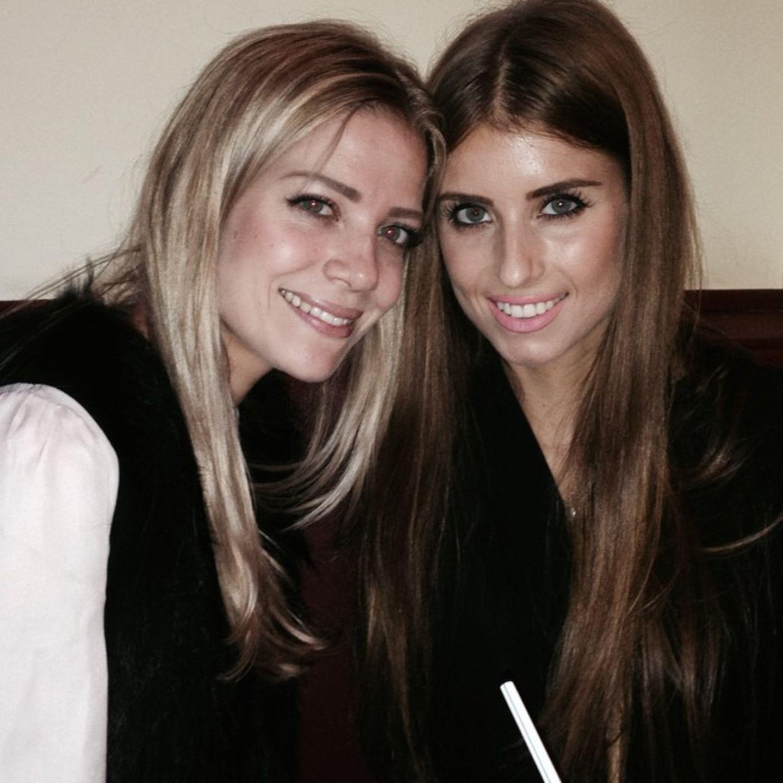 Cathy und Vanessa Fischer  Auf Instagram stellt Cathy Fischer ihre kleine Schwester Vanessa vor.
