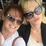 Melanie und Tracy Griffith  Melanie Griffith Schwester Tracy ist auch Schuspielerin, hat aber anders als ihre Schwester nie den großen Durchbruch geschafft. Ihrer Freundschaft tut das aber keinen Abbruch.