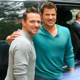 Nick und Drew Lachey   Die beiden Brüder verstehen sich nicht nur auf der Bühne gut. Sie posen auch gern gemeinsam für ein Foto.