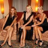 Yasmina Filali, Jenny Elvers-Elbertzhagen und Marion Fedder haben es sich in der Hotel-Lounge gemütlich gemacht