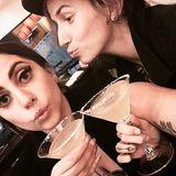 Prost! - Lady Gaga verbringt einen netten Abend mit Sloan-Taylor Rabinor, einer ihrer Tänzerin.