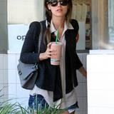Rachel Bilson gönnt sich im warmen Beverly Hills ein großes Getränk.