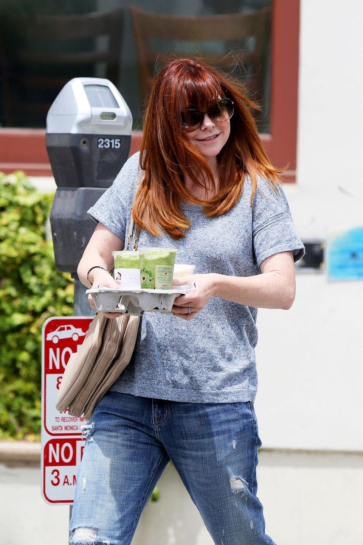 Grün, grün, grün sind alle meine Getränke - Alyson Hannigan besorgt in Los Angeles gesunde Drinks für sich und ihre Familie.