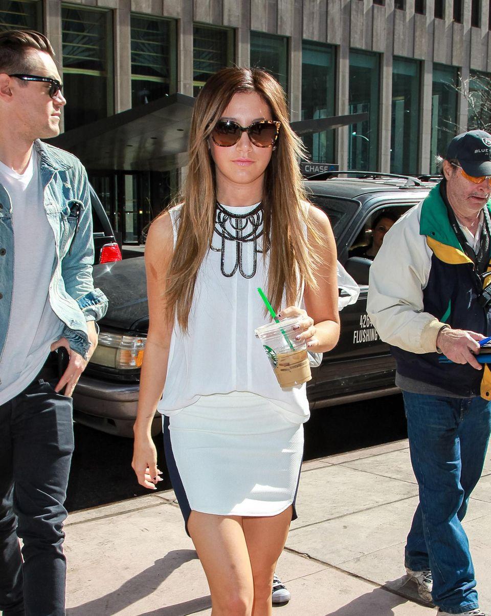 Auch bei Ashley Tisdale ist das Getränk der Wahl ein Eiskaffee.
