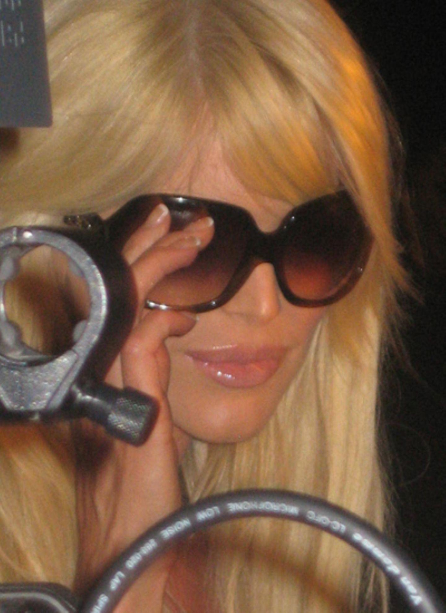Model Victoria Silvstedt bei der Desquared-Party in einer Villa oberhalb von Cannes - mit einer Brille aus der neuen Dsquared-Ey