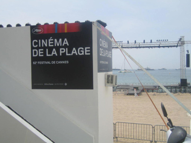 Kino am Strand: Für alle ohne Akkreditierung gibt's Kino unter freiem Himmel, direkt an der Croisette.