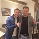 """Mit diesem Bild gratuliert Lukas Podolski seinem """"größten Held"""" zum Geburtstag."""