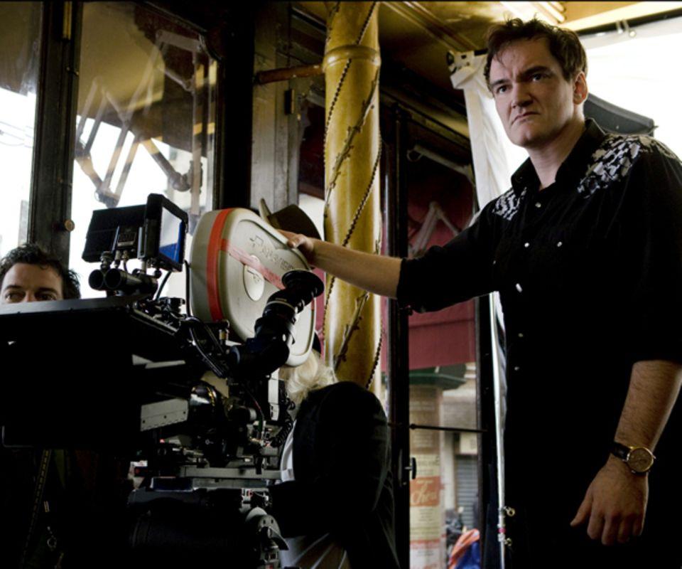 """Fast alles was er anfässt wird zum Kult: Quentin Tarantino hinter der Kamera für """"Inglourious Basterds"""""""