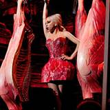 Auf einem ihrer Konzerte in Tokio gab es bei Lady GaGa wieder ordentlich (Plastik-)Fleisch. Das zeigte sie jetzt ihren Twitter-F