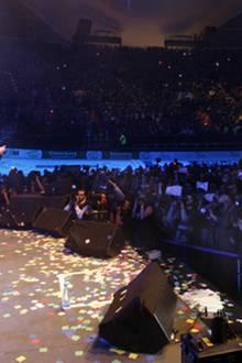 14. November 2009: Vor 18.000 kreischenden Fans gehen Robert Pattinson, Kristen Stewart, Taylor Lautner und Regisseur Chris Weit