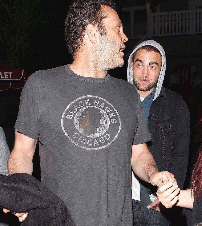"""5. April 2013: Männerabend - Vince Vaughn und Robert Pattinson feiern gemeinsam im """"Larchmont Restaurant"""" in Hollywood."""