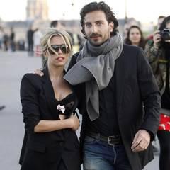April 2013  Der Trennungsschmerz ist überwunden: Sylvie van der Vaart zeigt sich turtelnd mit einem neuen Mann an ihrer Seite. Guillaume Zarka kommt aus Frankreich und ist Geschäftsmann.