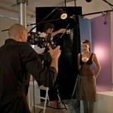 Marie steht ganz konzentriert vor der Kamera von Fotograf Alexander Gnädiger.