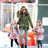 April 2016  Warm eingepackt schlendern Sarah Jessica Parker und ihre Töchter Marion und Tabitha durch New York City.
