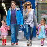 April 2013: Entspannter Bummel durch New York: Sarah Jessica Parker und Matthew Broderick laufen mit ihrem süßen Zwillingen zur Schule.
