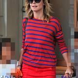 Heidi Klum setzt auf die Signalfarbe Rot und dazu kontrastierendes Blau: Trotz der Schlichtheit ein echter Hingucker.