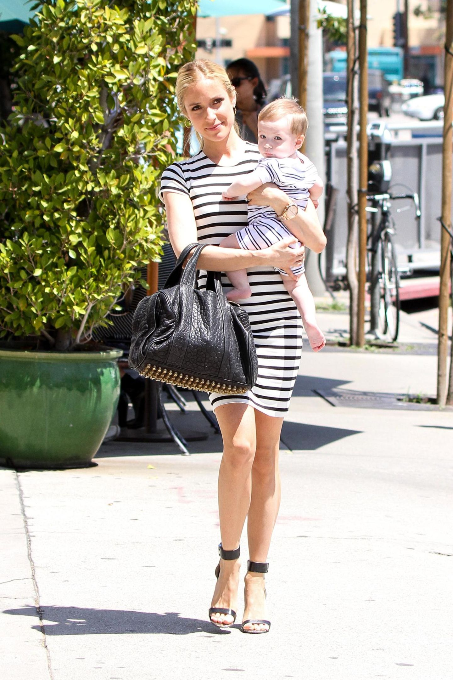 Kristin Cavallari und ihr Söhnchen Camden spazieren im Streifen-Partnerlook durch West Hollywood.