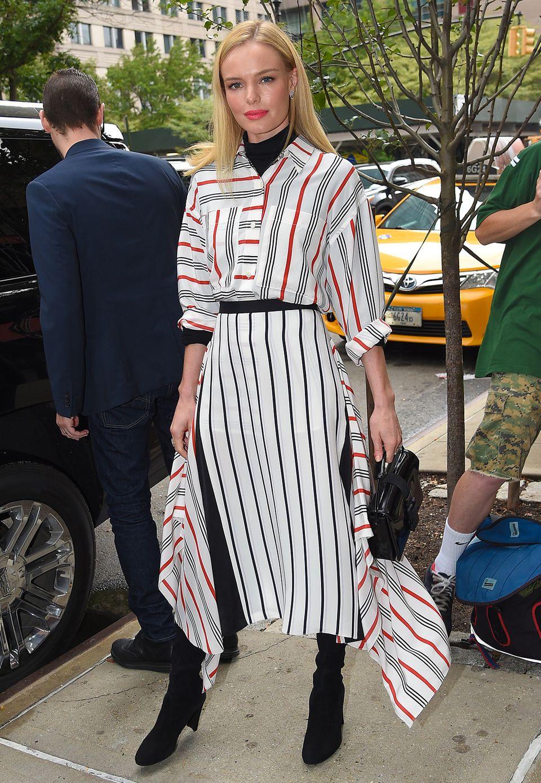 Den perfekten, modischen Übergang zum Herbst hat Kate Bosworth mit diesem Streifen-Outfit von Tome gefunden.