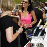 Pommery-Champagner schmeckt auch bei 30 Grad, findet nicht nur Chantal de Freitas.