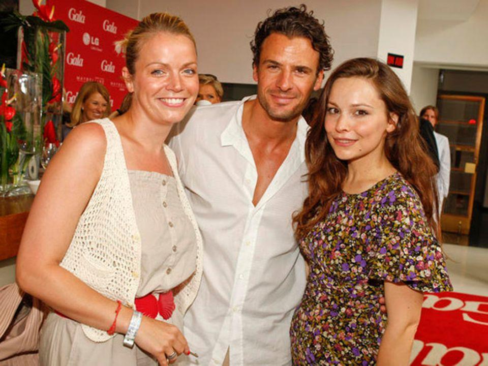 """Morgens segeln, mittags zum """"Gala Fashion Brunch"""": Schauspieler Stephan Luca, Ehefrau Julia (li.) und Kollegin Mina Tander."""