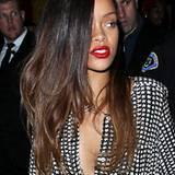Jetzt hat sie mit glatten Extensions im Dip-Dye-Look wieder eine neue Frisuren-Variante