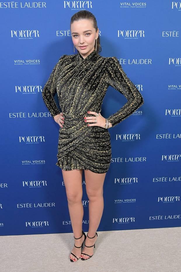 """Platz 2: Miranda Kerr, ca. 5,4 Millionen Euro  Seit 2007 ist Miranda Kerr ein Victoria's-Secret-Engel und hat mit der Popularität, die sie als Wäschestar erlang, noch diverse andere Verträge an Land gezogen. Zu ihren Kunden zählen Firmen wie Mango und die Fluggesellschaft Quantas. Auch Miranda hat eine eigene Kosmetikmarke: Mit ihrem Label """"Kora"""" vertreibt sie seit 2009 Naturkosmetik."""