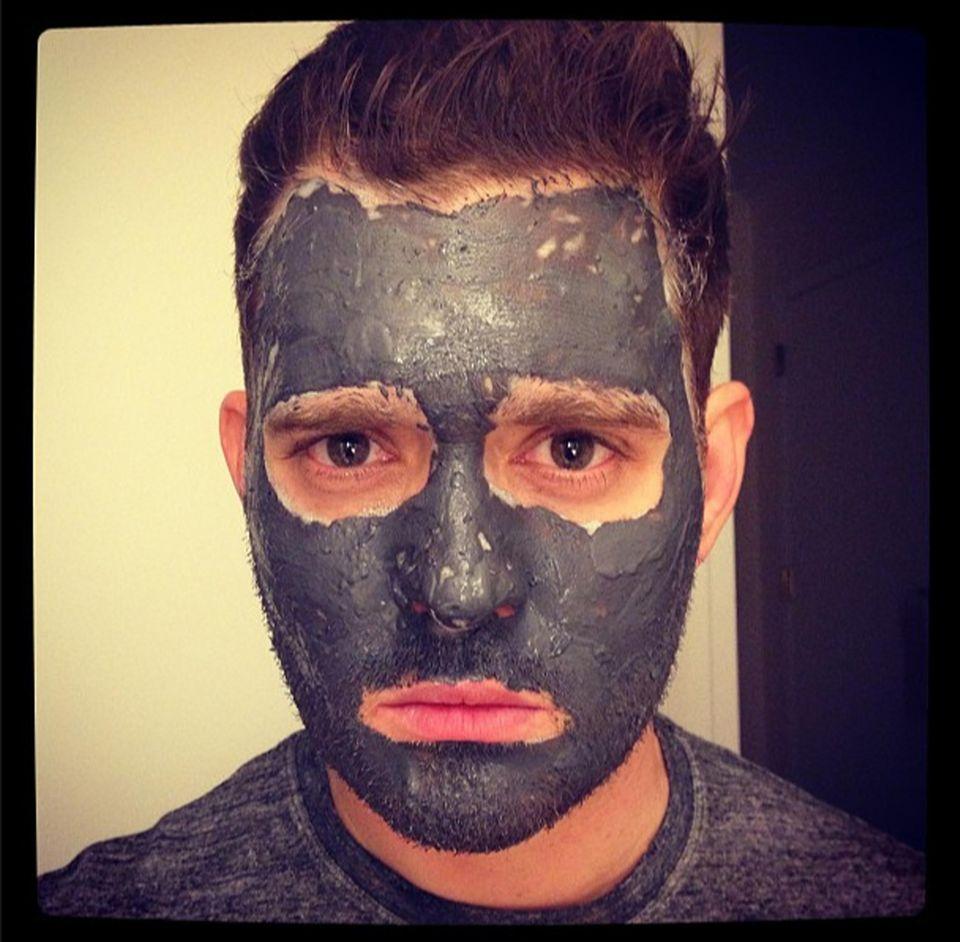 Von der argentinischen Schauspielerin Luisana Lopilato hat Michael Bublé eine Schlammmaske bekommen. Ihn freut das scheinbar nicht so sehr, sie twittert jedoch ein Foto davon.