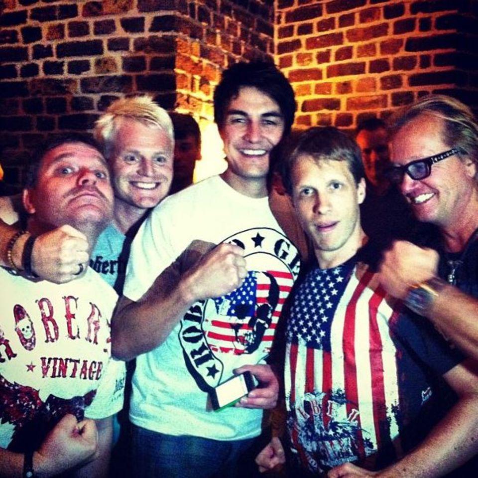 Geballte Männerpower: Elton, Guido Cantz, Matze Knop und Oli Pocher tragen T-Shirts aus der Kollektion von Robert Geiss.