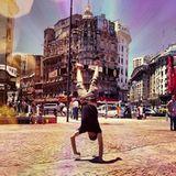 Dezember 2013  Jason Mraz ist gerade auf Tour durch Südamerika und nutzt seine Freizeit für einen Handstandlauf durch Buenos Aires.