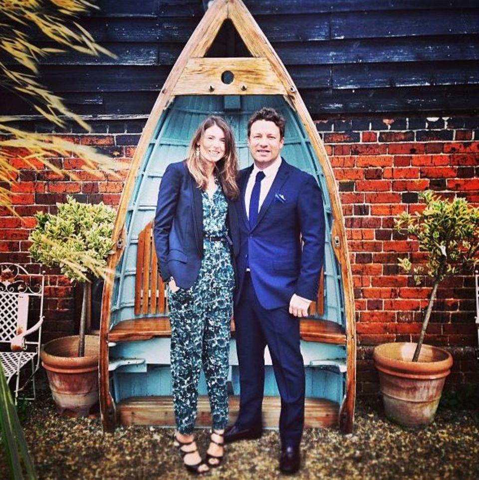 """September 2013  Jamie Oliver und seine Frau Jools feiern auf der Hochzeit eines guten Freundes. """"Gute Drinks, viel Lachen, ein paar Tränen und super Essen"""", twittert der Starkoch."""
