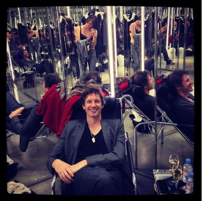 """Oktober 2013  Milla Jovovich ist begeistert von der Umkleidekabine bei """"Saint Laurent"""". """"#ichundmeinmann #besteumkleidekabine #saintlaurent"""", schreibt das Model bei Instagram."""