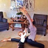 November 2013  Schon ganz die Mama: Die kleine Vivian macht mit ihrer Mama Gisele Bundchen Yoga.