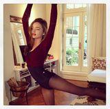 November 2013  Miranda Kerr zeigt bei Instagram ihre Ballett-Übungen.