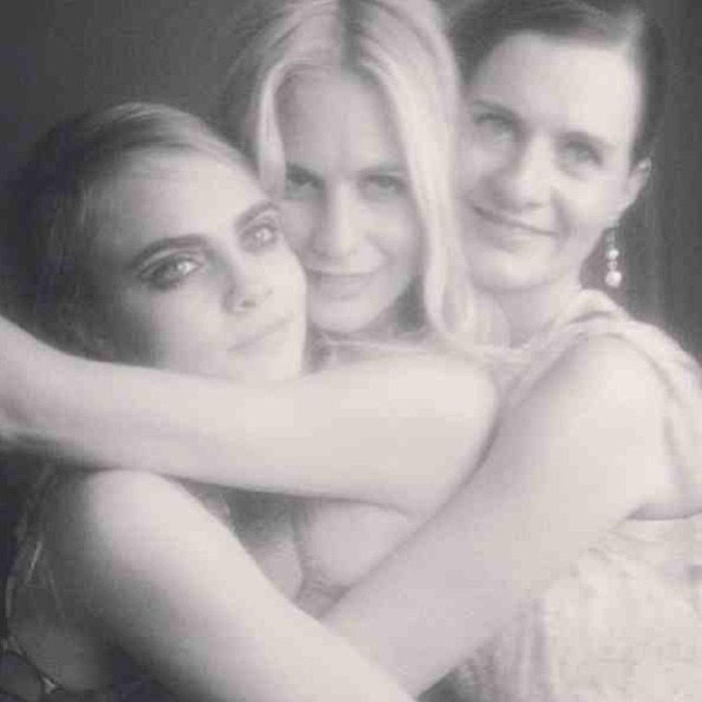 Dezember 2013  Model Cara Delevingne feiert mit ihren älteren Schwestern Poppy und Chloe den Junggesellinnenabschied von Poppy.