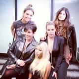 November 2013  Nicki Minaj gehört jetzt zum Kardashian Klan. Beim Drake-Konzert trifft sie die Schwestern und Ihre Mutter backstage.