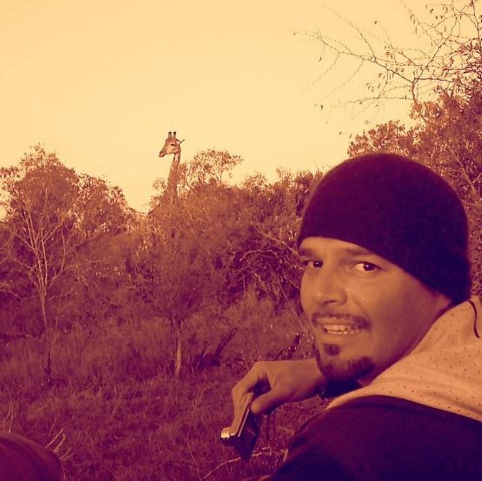 Ricky Martin schwelgt in Erinnerungen und postet ein fünf Jahre altes Bild von sich auf Safari in Afrika.