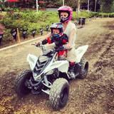 September 2013  Eine rasante Party: Britney Spears feiert den Geburtstag ihrer Jungs auf der Motocross Bahn.