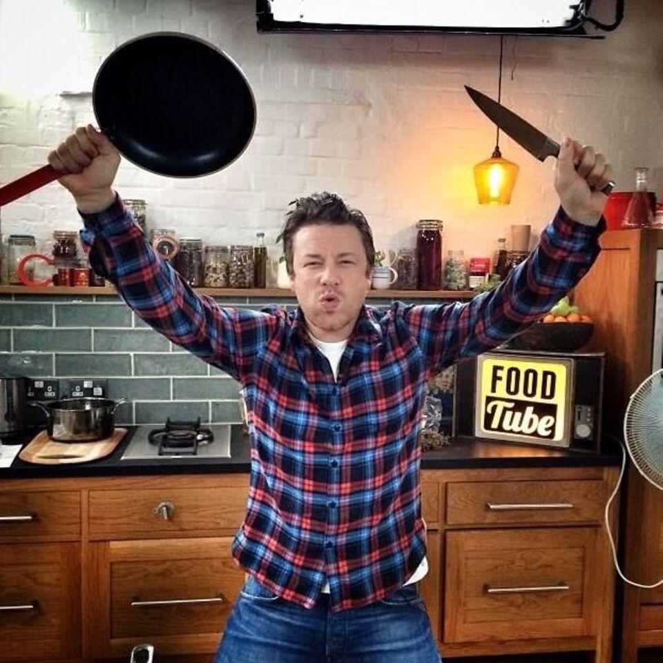 Oktober 2013  Jamie Oliver kocht live auf youtube und bereitet sich schon darauf vor.