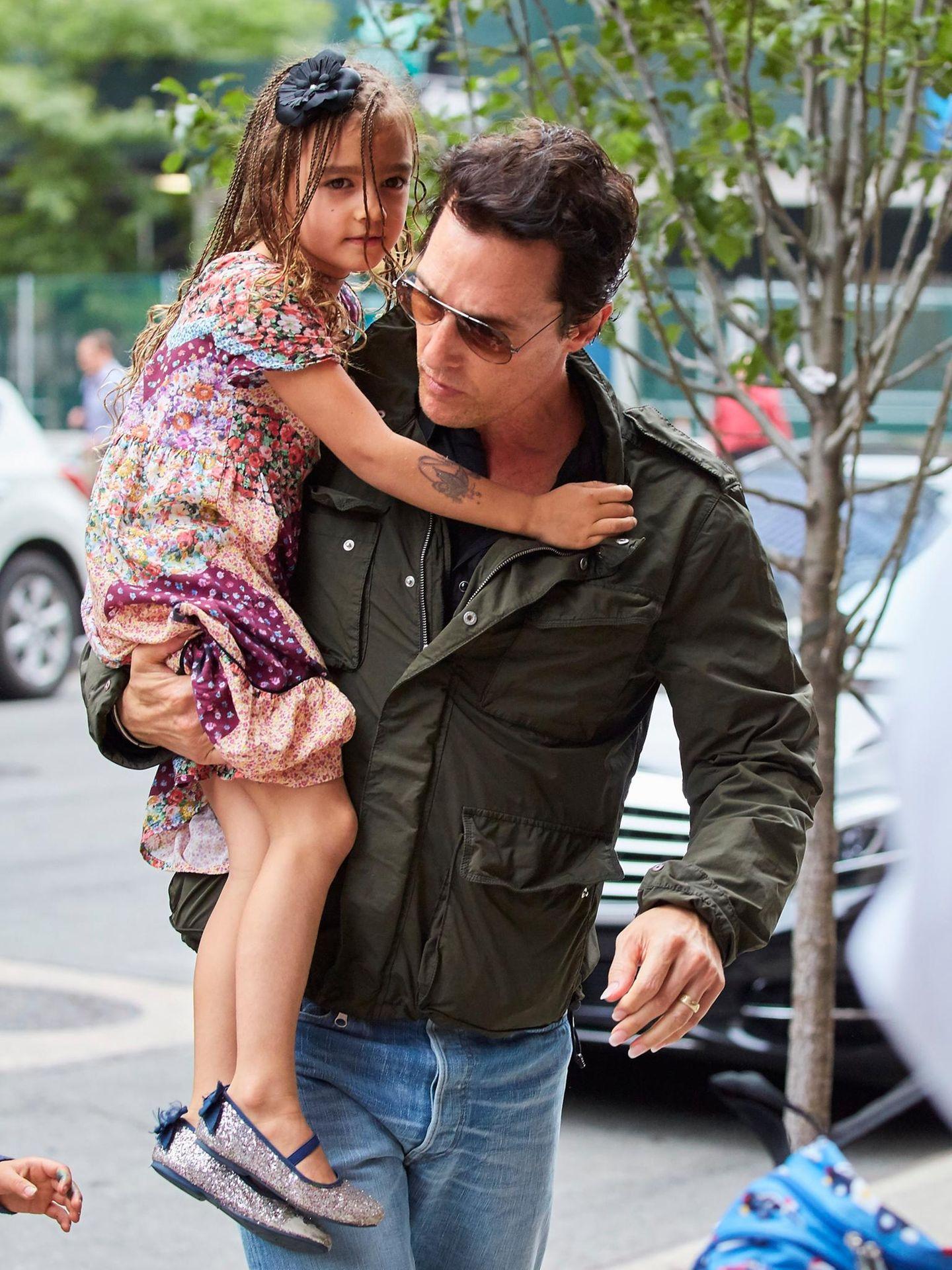 28. Juni 2016  Mit ihren Haaren ist Vida, die Tochter von Mathew McConaughey, ein echter Hingucker.