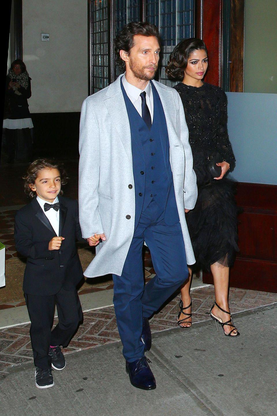 3. November 2014  Matthey McConaughey und Camila Alves verlassen mit Sohnemann Levi ein Hotel in New York City.