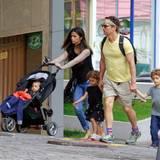 21. Dezember 2013  Camila Alves und Matthew McConaughey verbringen mit ihren Kindern Livingston, Vida und Levi die Weihnachtszeit in Camilas Heimat Brasilien.