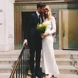 17. April 2014: Das Model Julia Stegner heiratet in New York den australischen Fotografen Benny Horne. Sie trägt ein Kleid von Isabel Marant.