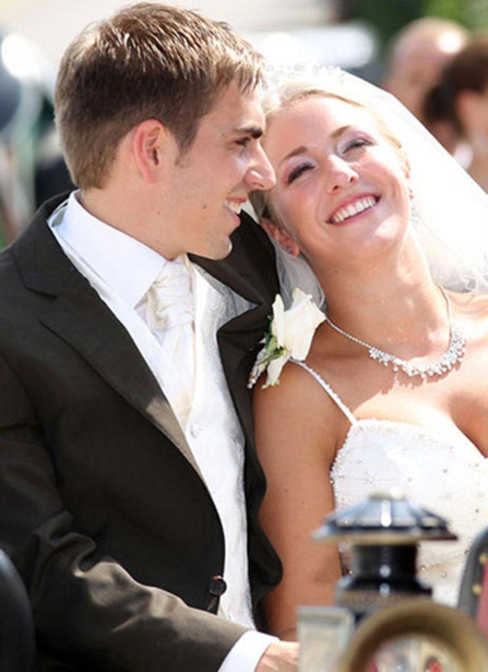 14. Juli 2010: Nationalspieler Philipp Lahm gab seiner Freundin Claudia Schattenberg in Oberbayern das Ja-Wort.