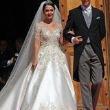 Was für eine royale Traumhochzeit! Prinz Leka von Albanien und seine frischgebackene Ehefrau Elia strahlen nach der Hochzeitszeremonie im vor dem Präsidentenpalast in Tirana.