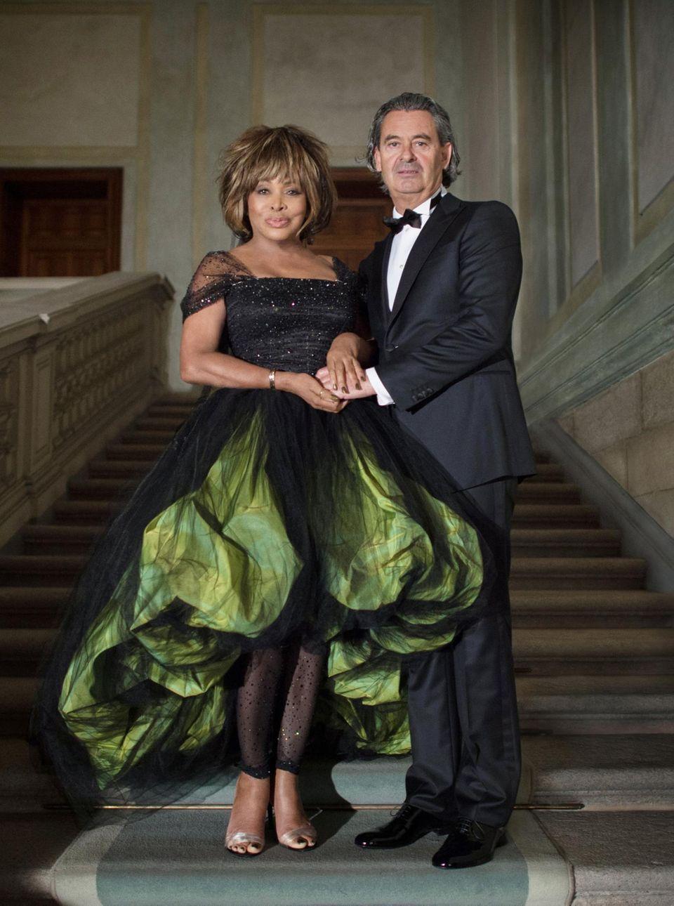 21. Juli 2013: Tina Turner (in Armani) und Erwin Bach geben sich nach mehr als 25 Jahren Beziehung am Zürichsee das Ja-Wort. Das Paar feiert mit mehr als 120 Gästen ein rauschendes Fest.
