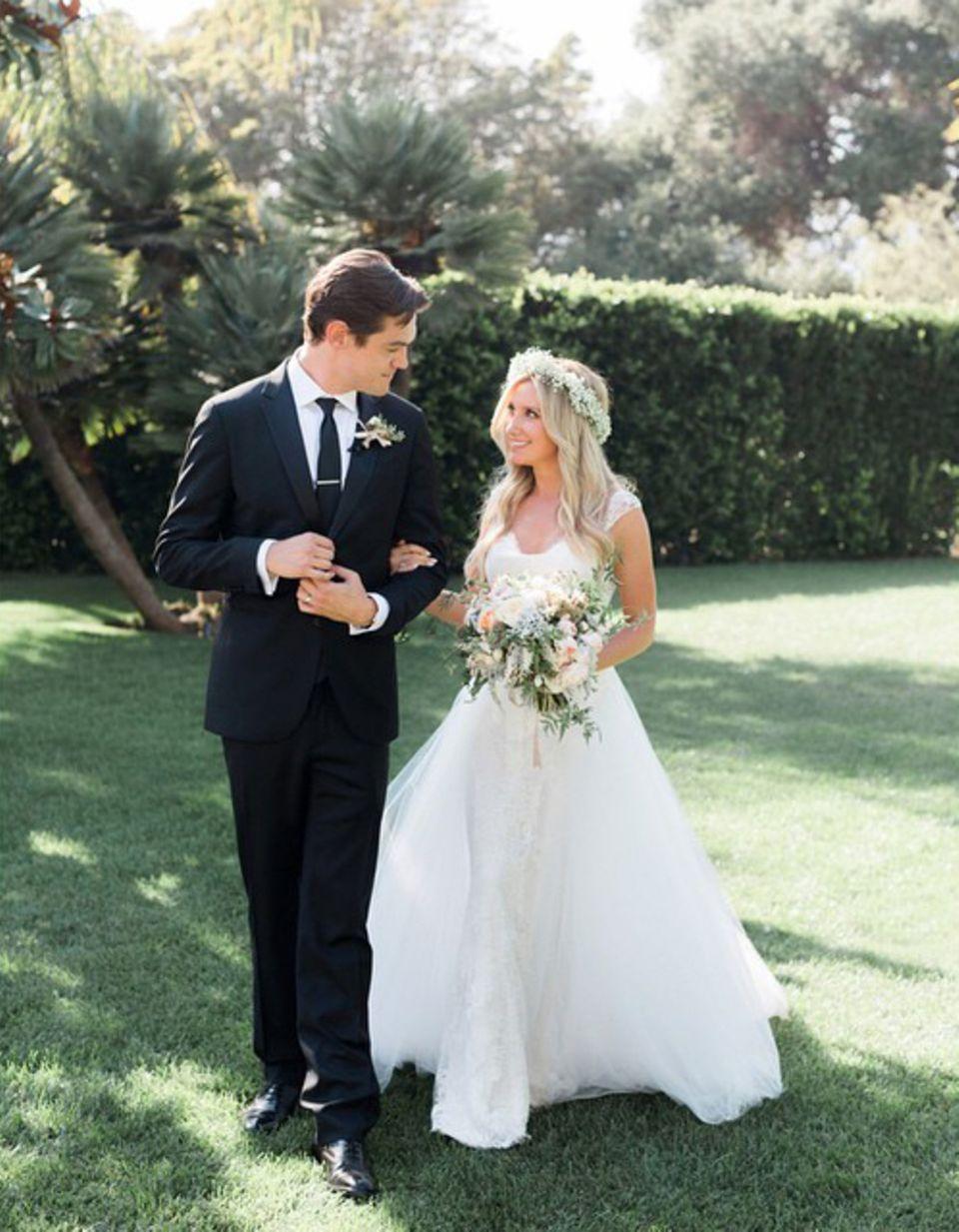 8. September 2014: Ashley Tisdale heiratet ihren Lebensgefährten Christopher French. Trauzeugin ist ihre beste Freundin Vanessa Hudgens.