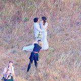 """26. April 2015: """"Twilight""""-Star Nikki Reed und ihr Schauspielkollege Ian Somerhalder geben sich ganz romantisch in Malibu das Jawort. Eine Fotografin hält die Szenerie fest."""