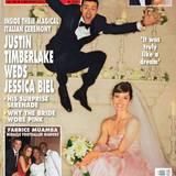 """19. Oktober 2012: Jessica Biels Hochzeitskleid ist ein Traum in Weiß und Rosa und vor soviel Glück hält es Justin Timberlake nicht mehr auf dem Boden: Das Magazin """"Hello"""" veröffentlicht das ungewöhnliche Hochzeitsfoto der Frischvermählten."""